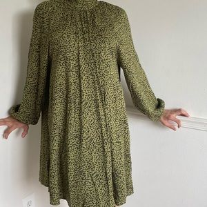 Tunic dress with green prints
